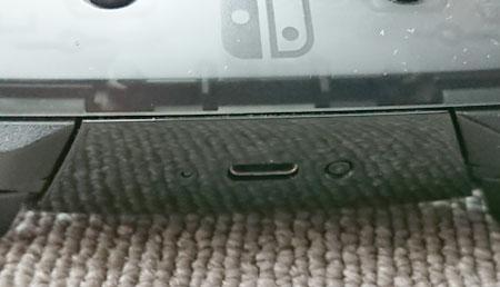 Nintendo Switch Proコントローラーの充電コネクタ