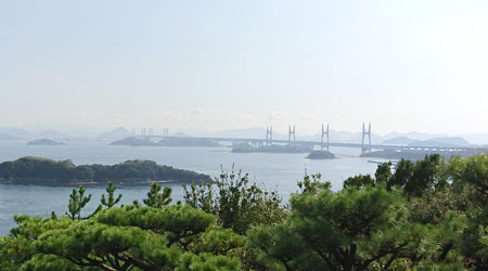 鷲羽山展望台から見た瀬戸大橋と香川県