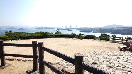第二展望台の奥から見た瀬戸大橋